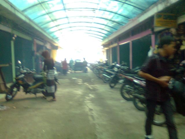 Tempat parkir pasar Ucok Kodok