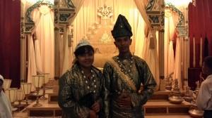 Raja dan Ratu yang berbahagia wkwkwkwk