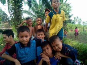 Anak-anak dengan kepolosan dan kebahagiannya
